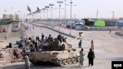 Pakistani security officials petrol along the Chaman border after Pakistan authorities sealed the crossing for the fifth consecutive day after clashes erupted between Pakistani and Afghan troops on May 11.