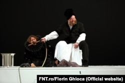 """Marius Manole, Mihai Constantin în """"Regele Lear"""", regia David Doiașvili, FNT 2017"""