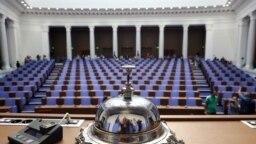 Новата пленарна зала на парламента в сградата на бившия Партиен дом