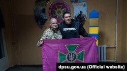 Олександр Усик із прикордонником у Краматорську, архівне фото