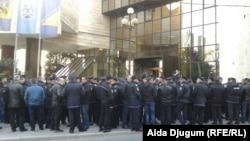 Protest policajaca ispred Parlamenta Federacije BiH, Sarajevo
