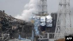 Два реактора «Фукусимы», пострадавшие в результате землетрясения и цунами. 16 марта 2011 года.