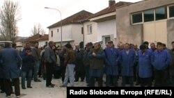 Протест на вработените во фабриката Еурокомпозит во Прилеп.