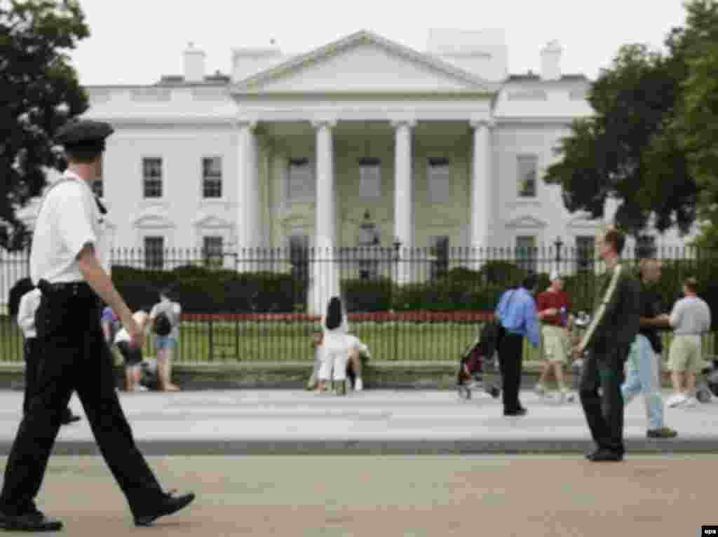 Білий дім матиме нового господаря - Вибори Президента у США, згідно з американським законодавством відбуваються кожні чотири роки у перший вівторок після першого понеділка місяця листопада. Цього року це – 4 листопада. У цей же день відбуваються вибори усіх (440) конгресменів Палати представників, які обираються на термін двох років. А до Сенату США обирається на термін шести років одна третина зі 100 сенаторів. У низці штатів відбуваються вибори губернаторів і місцевих органів влади та проводяться голосування з місцевих питань.