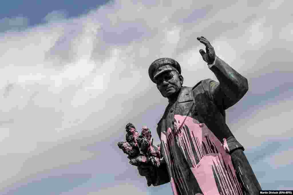 Так выглядела изначально статуя маршала Ивана Конева.