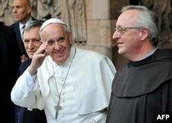 Папа Франциск и священник Луиджи Чиотти из Libera