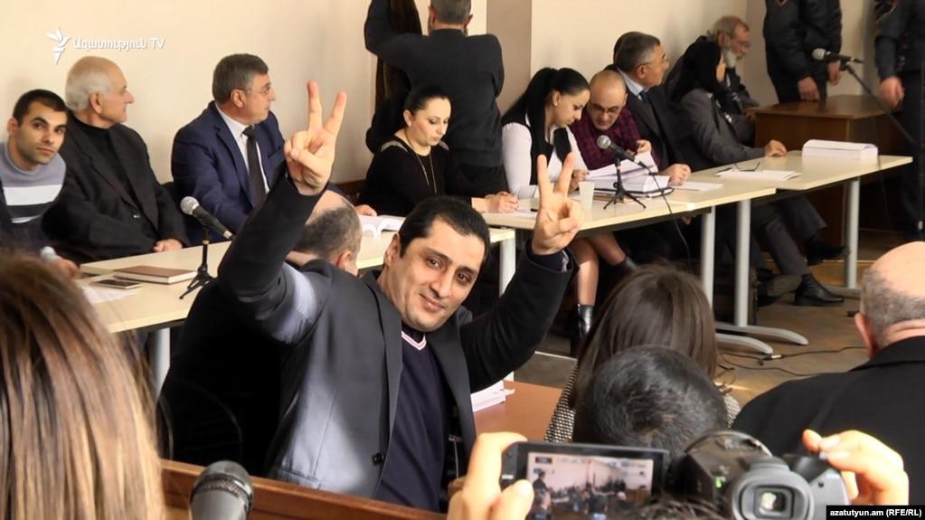 Суд в Ереване освободил под залог предполагаемого лидера вооруженной группы Артура Варданяна