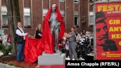 The controversial Lenin statue is unveiled in the west German town of Gelsenkirchen on June 20.