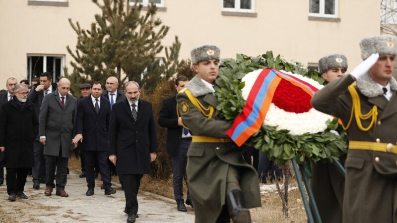 Премьер-министр Армении почтил память жертв землетрясения 1988 года