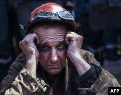 Український металург бере участь в антивоєнному мітингу в Маріуполі, травень 2014 року
