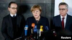 Država čini sve da garantuje građanima bezbednost i slobodu: Angela Merkel