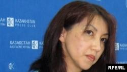 Мейрам Туржанова, жена и общественный защитник арестованного бизнесмена Серика Туржанова. Алматы, 26 августа 2009 года.