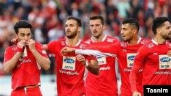 فاصله تیم پرسپولیس با دیگر تیم پرطرفدار پایتخت یعنی استقلال به هفت امتیاز افزایش یافته است.