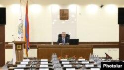 Совет старейшин Еревана созвал внеочередное заседание по вопросу об избрании мэра армянской столицы. Ереван, 16 июля 2018 года.