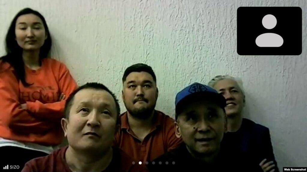 На кадре из видео — содержащиеся под стражей в СИЗО (слева направо) Диана Баймагамбетова, Абай Бегимбетов, Кайрат Клышев, Ноян Рахимжанов и Асхат Жексебаев. Алматы, 10 сентября 2021 года