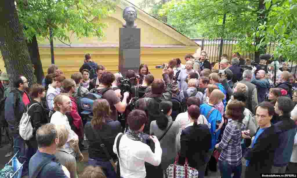 Поэт Антон Нестеров: Мы не против чего-то, мы хотим наполнить город смыслами