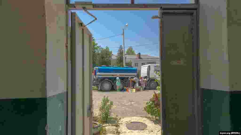 Многоквартирные дома в Богдановке три дня жили на привозной воде