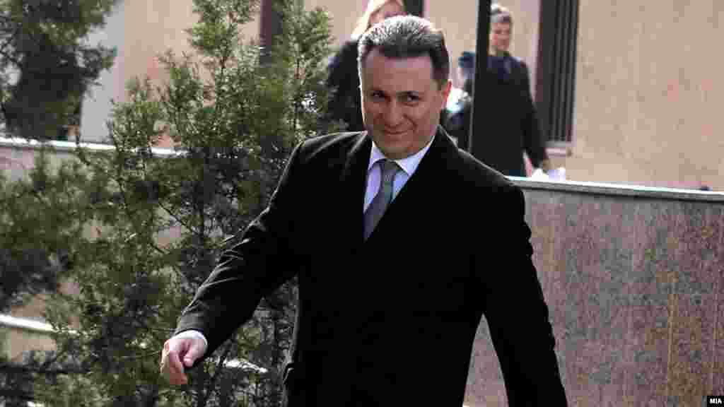 МАКЕДОНИЈА - Специјалното јавно обвинителство во завршните зборови за предметот Тенк побара судот да ги прогласи за виновни поранешниот премиер Никола Груевски и поранешниот помошник-министер Ѓоко Поповски, како и тие да ги платат судските трошоци во висина од околу 5000 евра.