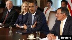 Барак Обама и Хиллари Клинтон на заседании правительства США