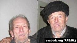 Аляксандар Валінскі (зьлева) і Апанас Трафімчык. Фота 2010 году