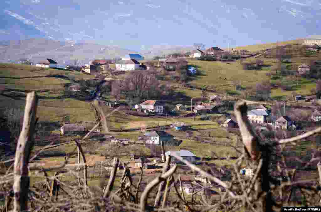 В официальных источниках утверждается, что Ардабиль основали азербайджанцы, переселившиеся из одноименного города на севере Ирана