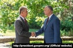 Președintele Igor Dodon (d) și liderul de la Tiraspol Vadim Krasnoselski (s), 28 iulie, 2020