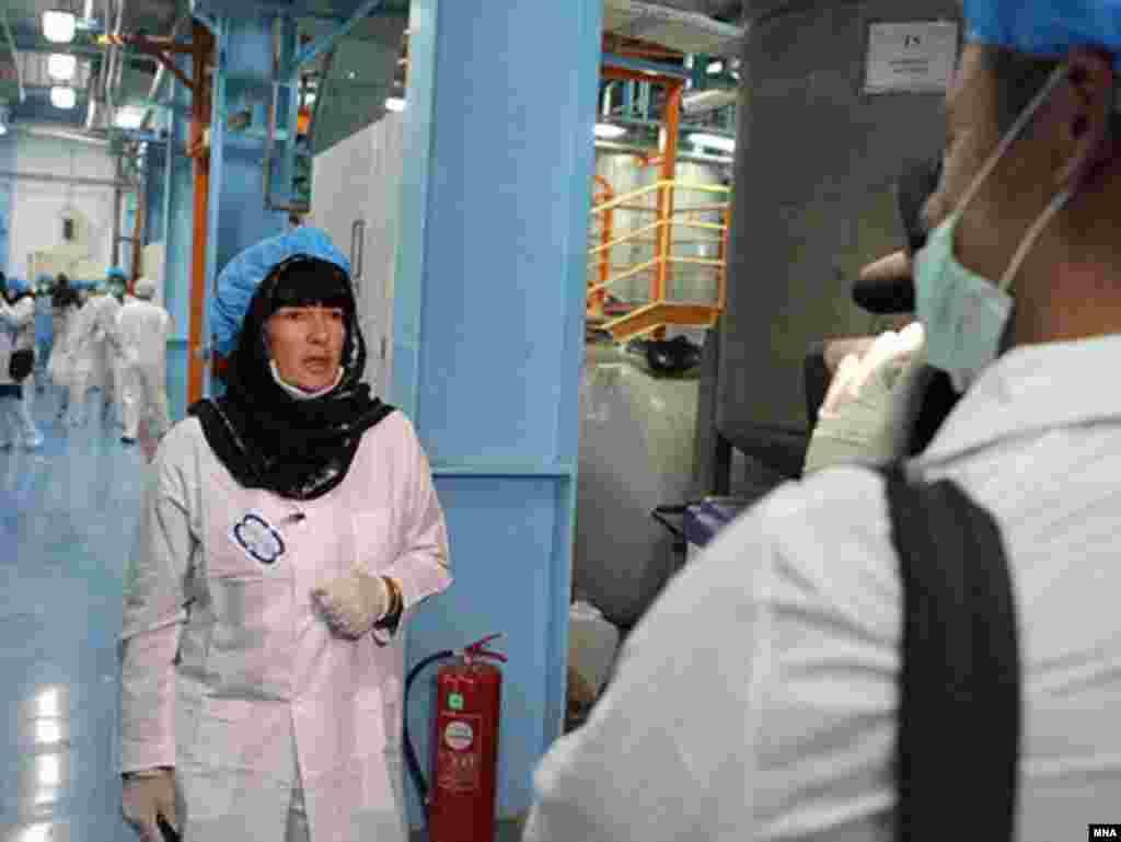 کریستین امان پور، خبرنگار بخش بین الملل سی.ان.ان، از جمله افرادی بود که از تاسیسات هسته ای اصفهان بازدید کرد.