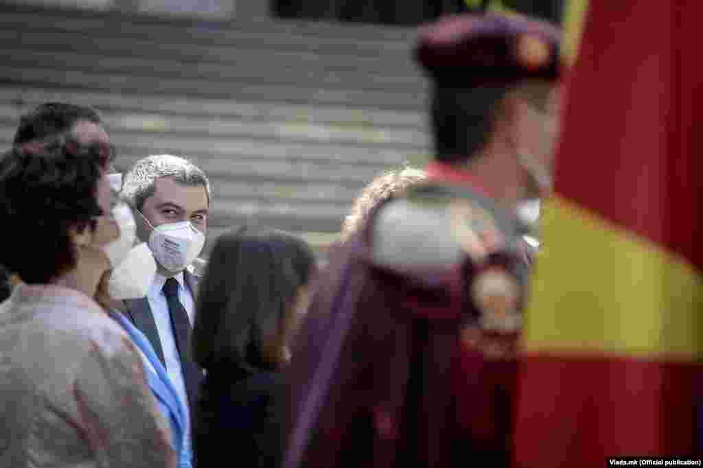 МАКЕДОНИЈА - Министерот за правда Бојан Маричиќ од денеска престојува во неколкудневна работна посета на Брисел каде се предвидени средби со еврокомесари и европратеници на кои ќе се разговара за реформските процеси во земјава и европските реформи со фокус на оние во ресорот правда.