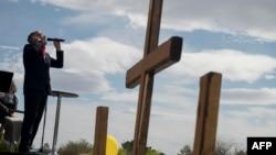 Пастор Пол Голе в Лас Вегас отслужи литургията на паркинга пред църквата