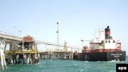 سفينة في ميناء أم قصر العراقي