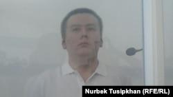 Главный редактор ныне закрытой оппозиционной газеты «Саяси калам. Трибуна» Жанболат Мамай в суде в день оглашения приговора по его делу. Алматы, 7 сентября 2017 года.