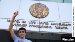 Armenia -- Vahagn Gevorgian, a member of opposition youth movement 'Hima' ('Now') in front of the court building, 12Sep2009
