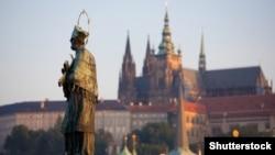 Скульптура Яна Непомука в Празі (©Shutterstock)