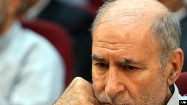 بهزاد نبوى كه به فاصله چند روز پس از برگزارى انتخابات رياست جمهورى دهم در ايران بازداشت شد بيش از چهار ماه است كه در زندان به سر مى برد.
