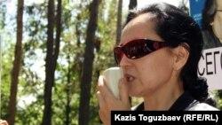 Сотталған профессор Саят Ыбырайдың зайыбы Ләззат Ыбыраева. Алматы, 31 мамыр 2012 жыл.