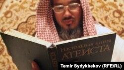 В российских школах ввели преподавание религии, а президент публично говорит о Боге. Некоторые черкесские активисты, впрочем, уверены: в России охота идет скорее на верующих, чем на атеистов
