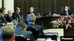 Armenia -- Prime Minister Nikol Pashinian chairs a cabinet meeting, Yerevan, May 21, 2020.