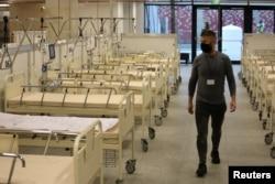 Один из временных госпиталей для заболевших COVID-19 разместился на варшавском стадионе