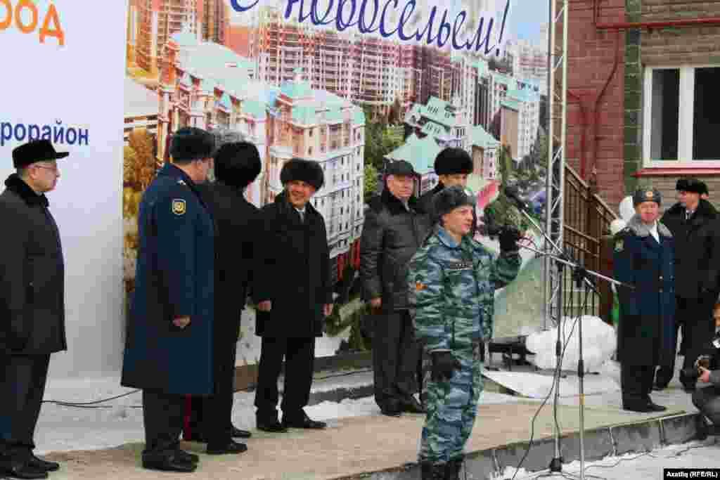 Яңа фатирга ия булган ОМОН хезмәткәре Татарстан җитәкчелегенә рәхмәтен җиткерде