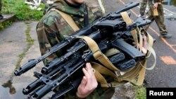 AK-74 Kalashnikov avtomatları, Krasnoyarsk, 4 iyun 2014