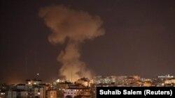 Дим видніється після ізраїльського авіаудару в смузі Газа, 12 листопада 2018 року
