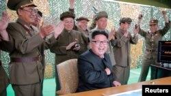 کیم جونگاون، رهبر کره شمالی و فرماندهانش