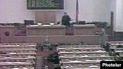 Вооруженные люди ворвались и расстреляли парламент Армении 27 октября 1999 года