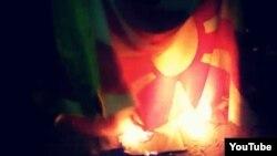 Снимка од палењето на македонското знаме што се појави на youtube.