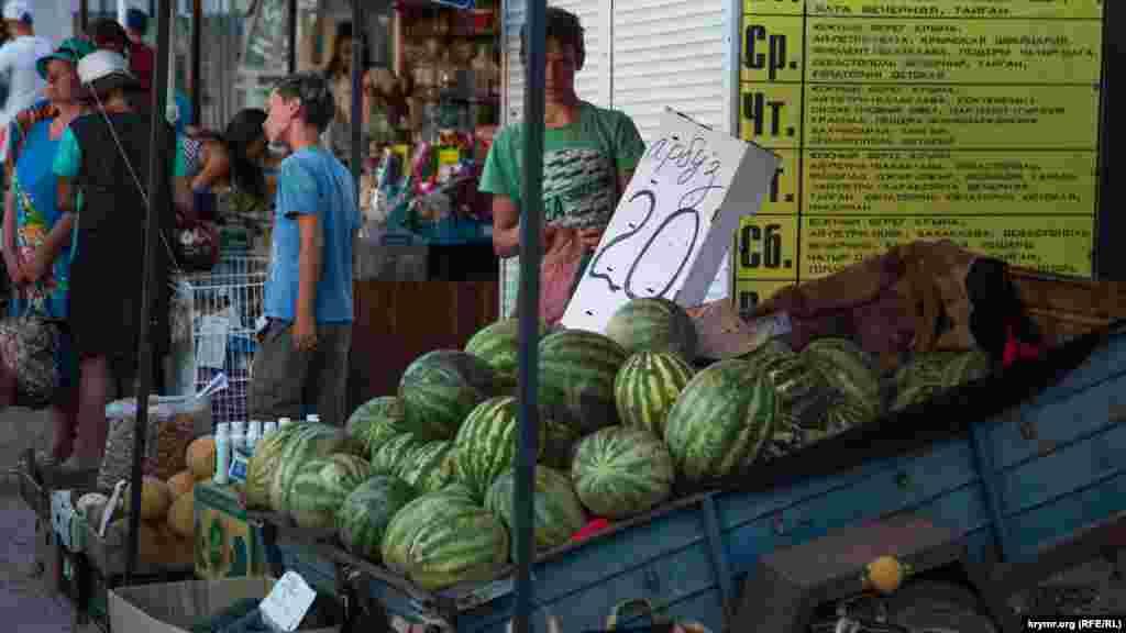 Розпал кавунового сезону на прибережному ринку