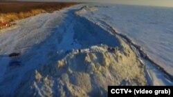 Стена изо льда на границе России и Китая