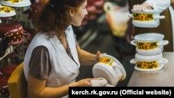 Сотрудники Керченского металлургического комплекса, архивное фото