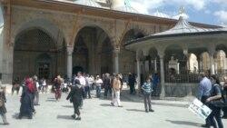 Türkiýede üç türkmen studenti neşe öndürmekde tussag edildi