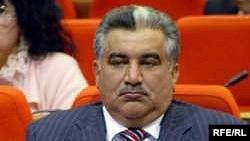 """Ахад Абиев утверждает, что поддерживает политику президента, но Рамиз Мехдиев """"должен прекратить вмешиваться"""""""