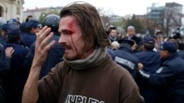 Студент Александр Попов шеруде жүр. София, 12 қараша 2013 жыл.